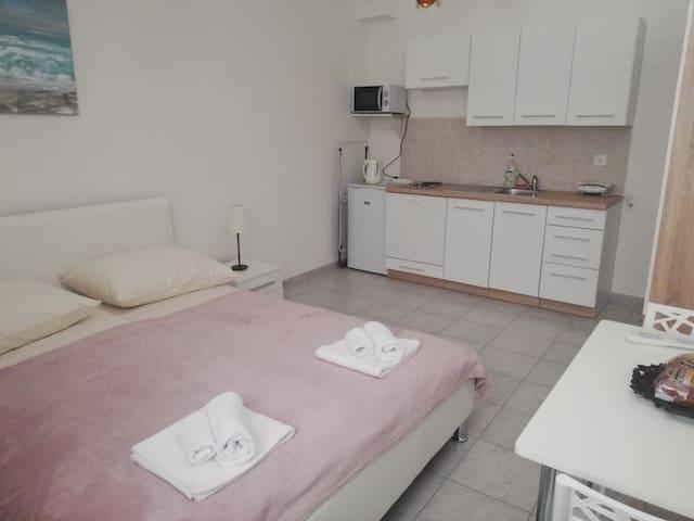 Novi Studio apartment Mia