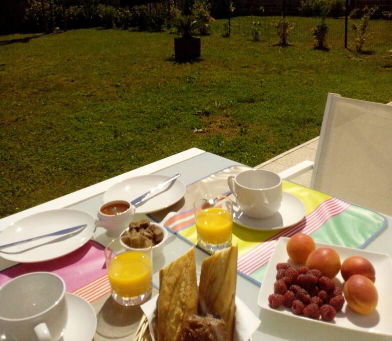 possibilité de prendre le petit déjeuner sur la terrasse