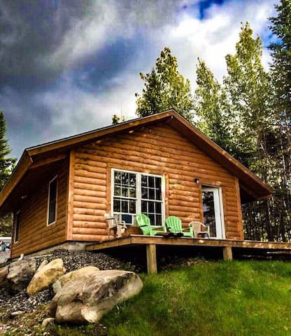 Secluded Mountain View Cabin
