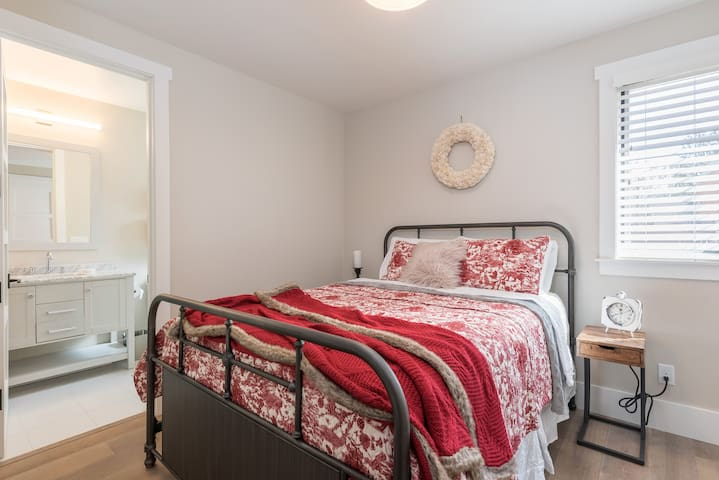 A queen-size bed adorns the 3rd bedroom.