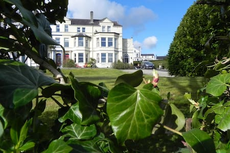 Victorian House, Double En-Suite - Incl. breakfast - Bangor
