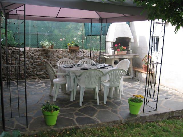 Agréable T4 + jardin proche des commerces - Entraygues-sur-Truyère - Huoneisto