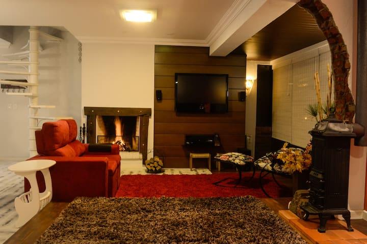 Belo duplex no centro de Gramado (cobertura) - Gramado - Apartment