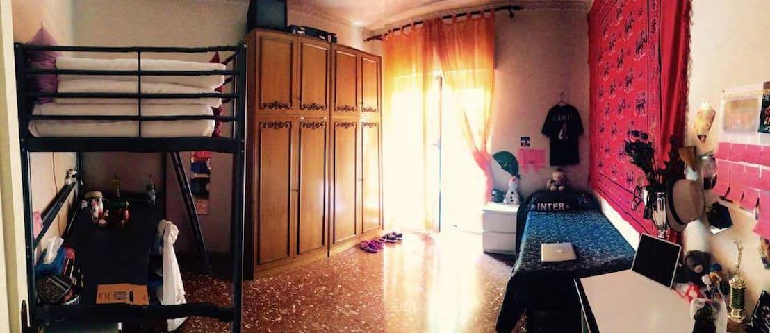 Stanza con 2 letti - Roma - Condominio