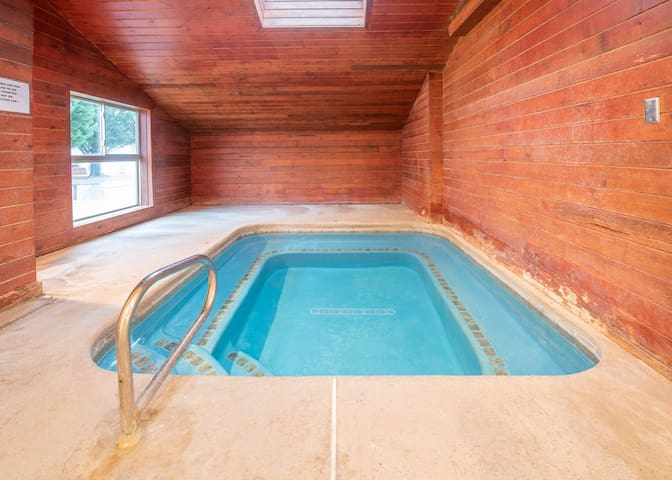 Zion's Haven Mini Home *POOL AND HOT TUB*