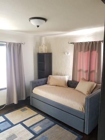 Your room tastefully furnished: -2 single beds in space-savvy daybed w/trundle (memory foam mattresses). -writing desk & chair. -rug. -2 windows. -2 book shelves for storing. -closet w/hangers, drawers & extra blankets. -portable heater & fan.