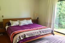 Dormitorio principal en suite y walking closet