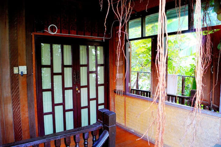 Traditional Thai home - FEMALE only - Room 2