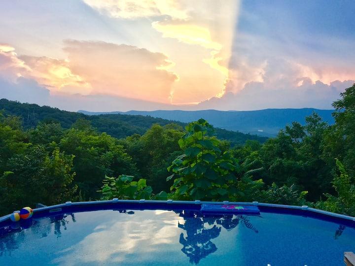 Log Cabin *Pool & Hot Tub,Views* 3 KING BEDS