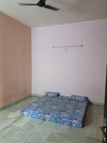 Budget accommodation in gomti nagar