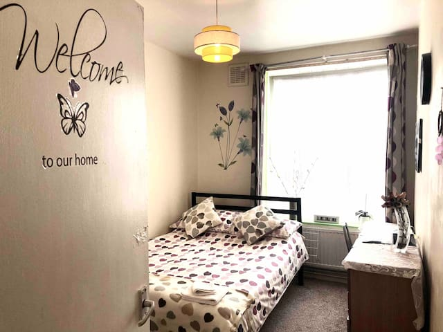 Lovely Single Private Room in Bow