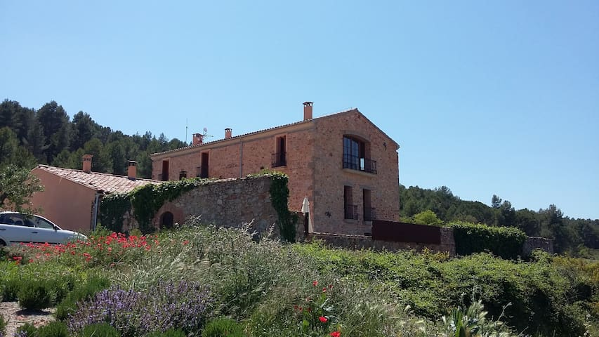 Sustainable tourism in Catalonia - La Torre de Claramunt - Hus
