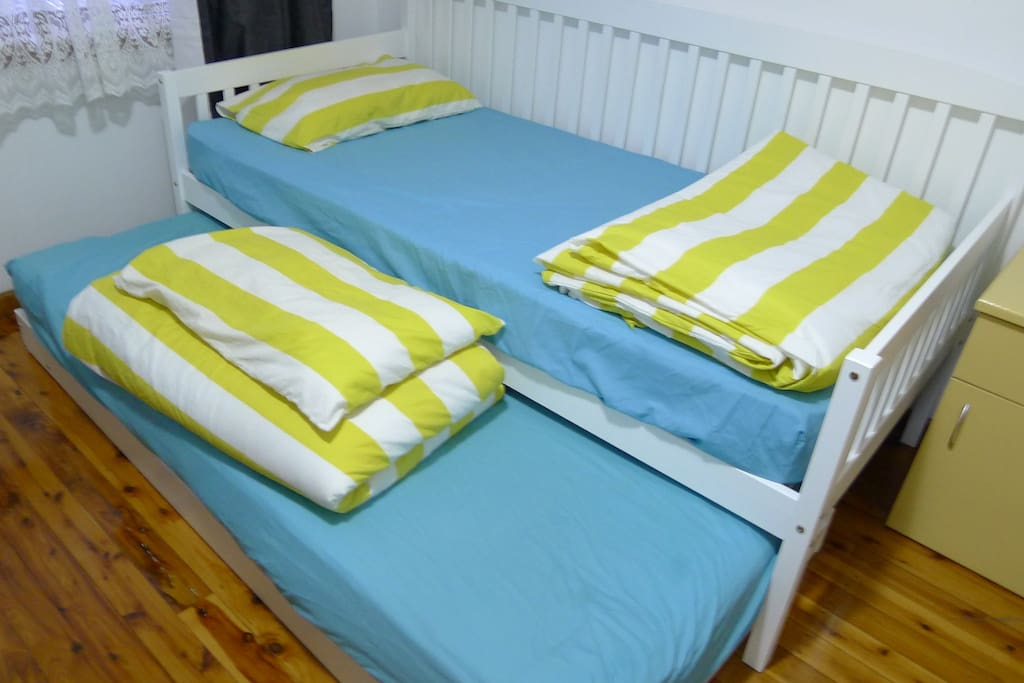 Room 1: The single bed and single trundle bed
