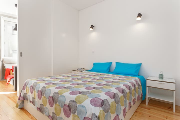 King size bed with quality and confortable sheets just like home...