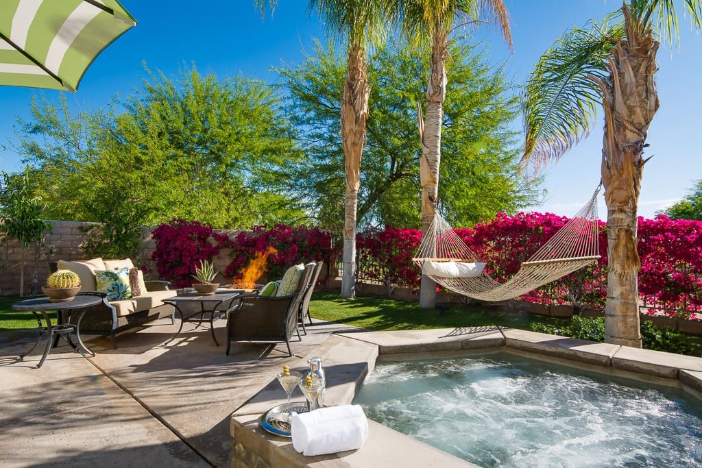 OUTDOOR SPA AND FIREPIT - CASA SONORA GRANDE - PALM SPRINGS VACATION RENTAL POOL HOME