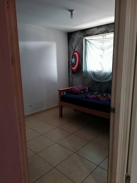 Casa alquila 2 cuartos con cama y uso de cocina
