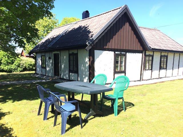 Mitt i gotländska landsbygden - Romakloser - Cottage
