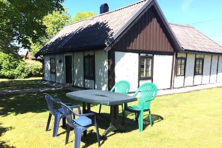 Mitt i gotländska landsbygden - Romakloser - Kulübe