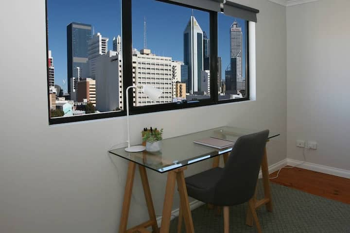 PERTH CITY: PENTHOUSE CITY DELIGHT