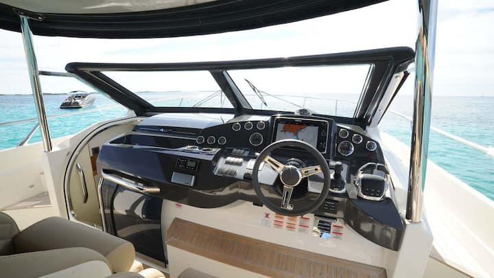 Absolute 40 Vanquish motor yacht
