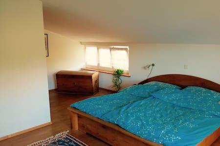 Zimmer in Haus mit Naturblick - Haus