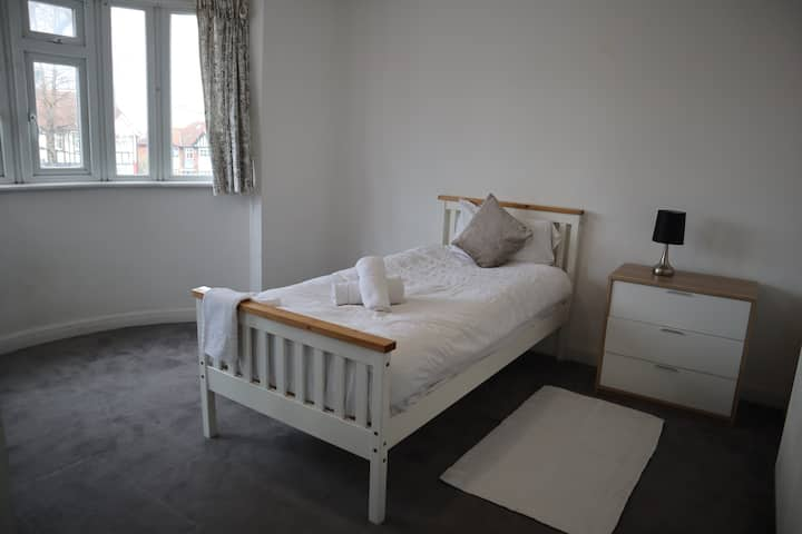 CLEAN, COSY AND QUIET ROOMS IN WEMBLEY HA9
