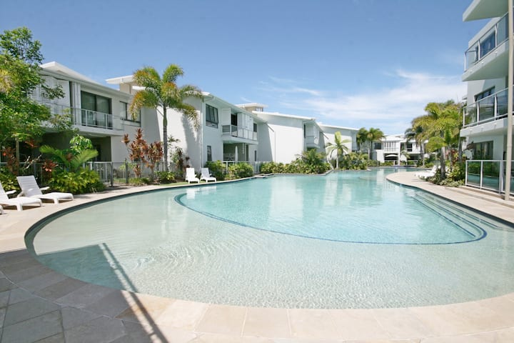 3 bedroom Poolside Villa with beach access