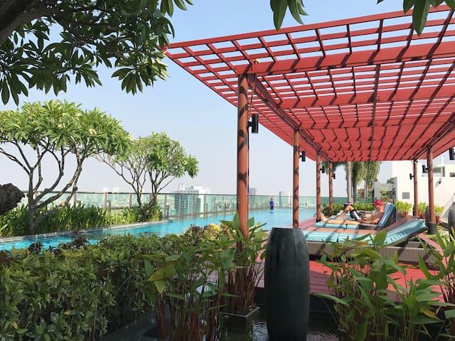 BTS 1min Great Rooftop Pool 1BR - Bangkok - Leilighet