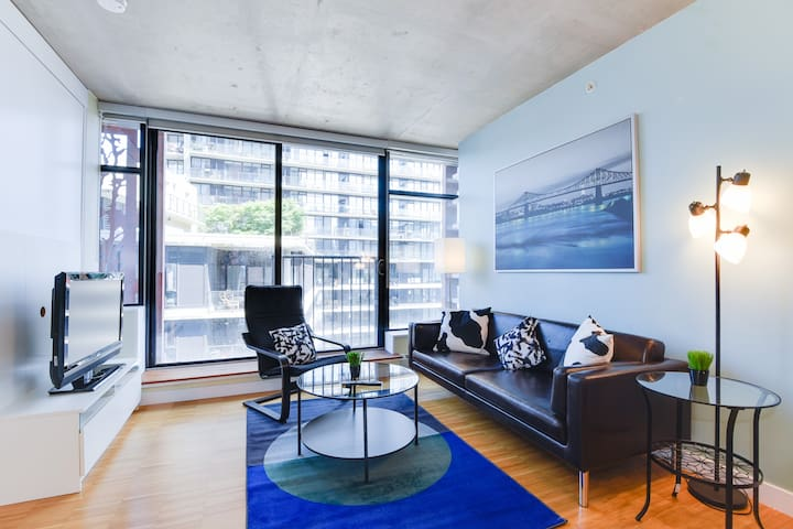 LOCATION! Modern 1 BR in the heart of Gastown