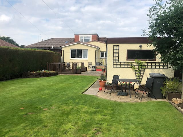 The Green Room 10 Mins from Glasgow & Airport