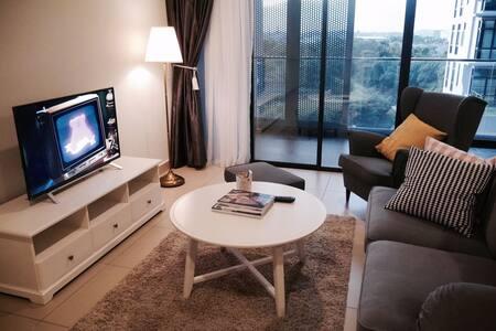 New Modern 3BR Apartment w Balcony near 1 Utama - 八打靈再也