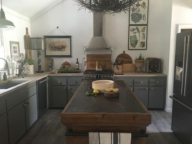 BellaRustica Cottage - boutique island experience - Saint Simons Island - Haus