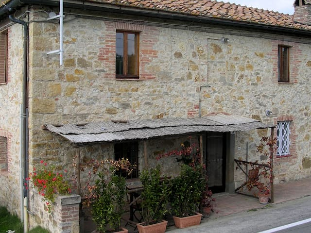 Tuscan Apartment on Organic Winery Estate - Corsignano - Apartment