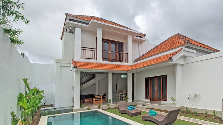 Nu Bali villa, 3 min walk to beach. 50% discount!