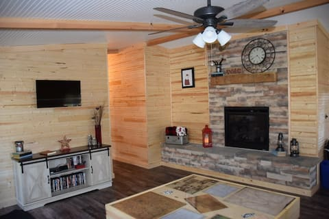 Dog+Kid Friendly, 2 BR, Old Man's Cave-1.7 miles