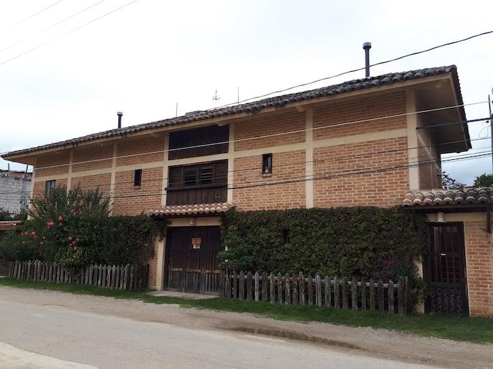 La Casa de Ladrillo Rojo