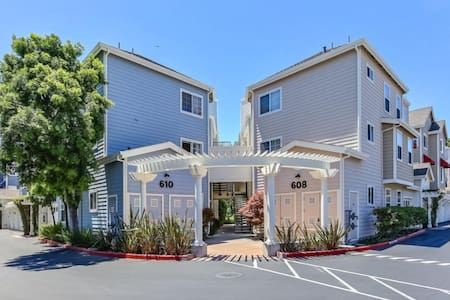 Centrally Located Independent Executive Suite - Sunnyvale - Townhouse