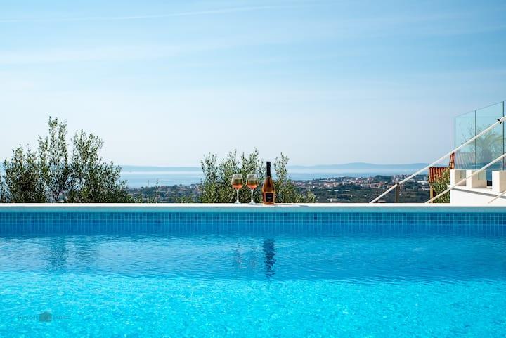 Luxury Villa M with heated pool
