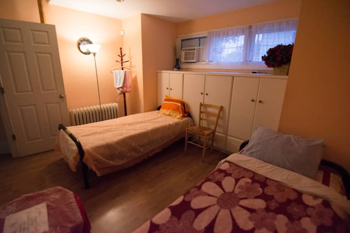JFK 10mins, LGA 15mins drive, Two Beds in a Room