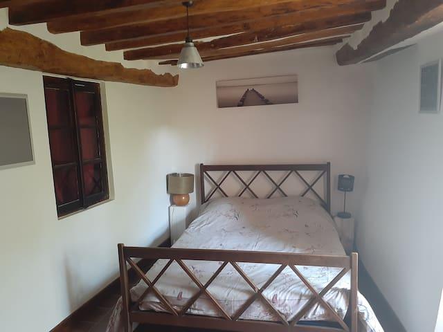Chambre lit double salle d'eau privée