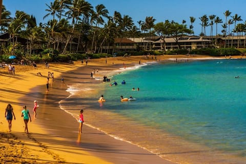 Time to get away 🏖 Find your paradise in Maui  🌺🏝🌈
