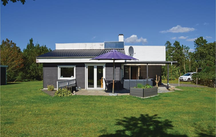 Holiday cottage with 3 bedrooms on 70m² in Skjern