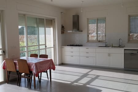 A spacious new family house in the Galilee - Yuvalim - บ้าน