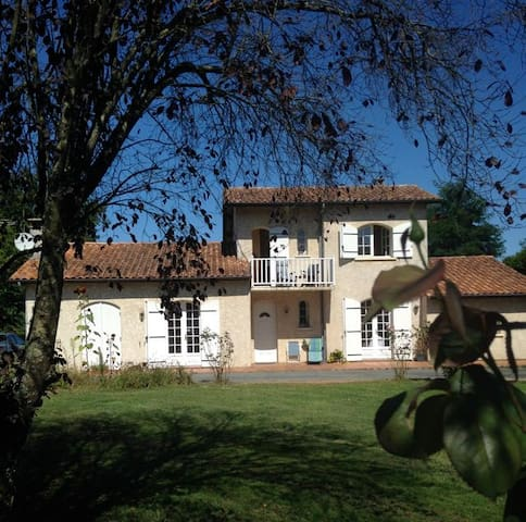 1 room +, friendly English family. - Les Peintures,Nr Bordeaux, Gironde. - Oda + Kahvaltı