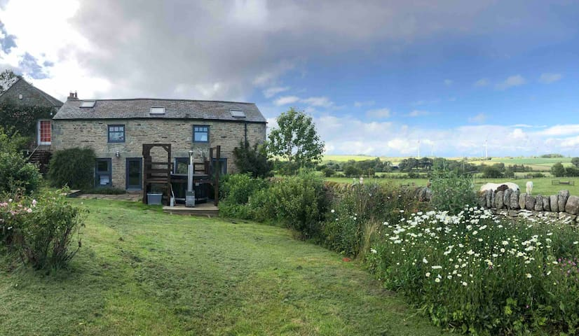 Rural Garden Cottage+Hot Tub and stunning views