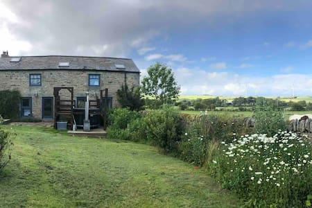 Rural Garden Cottage+Hot Tub and stunning views