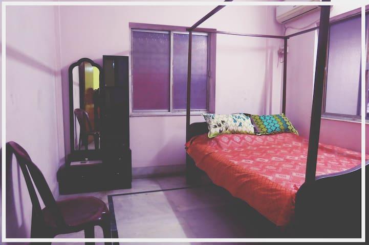 Huge Apartment in New Alipore -AC,  fridge,kitchen