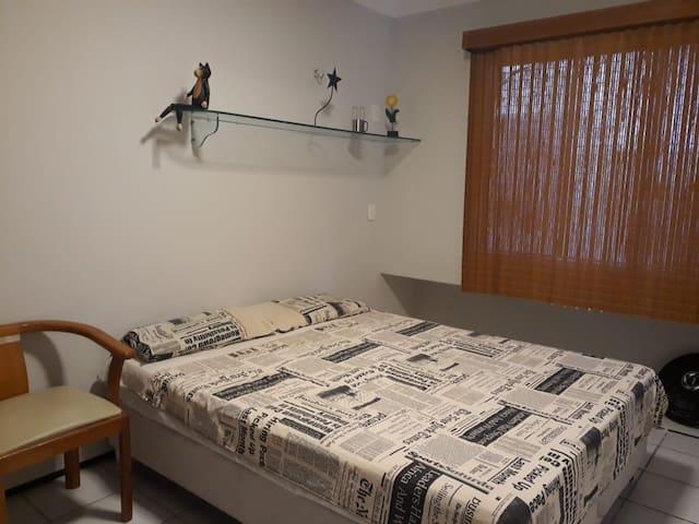 Quarto-suite em condomínio seguro. Fortaleza - CE