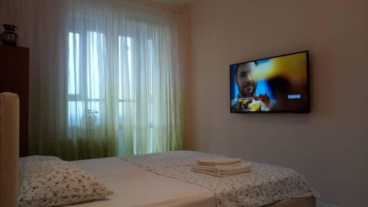 Квартира с панорамным балконом в Изумрудных холмах