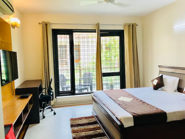 OLIVE Cozy Serviced Apartment Room @ DLF CyberCity